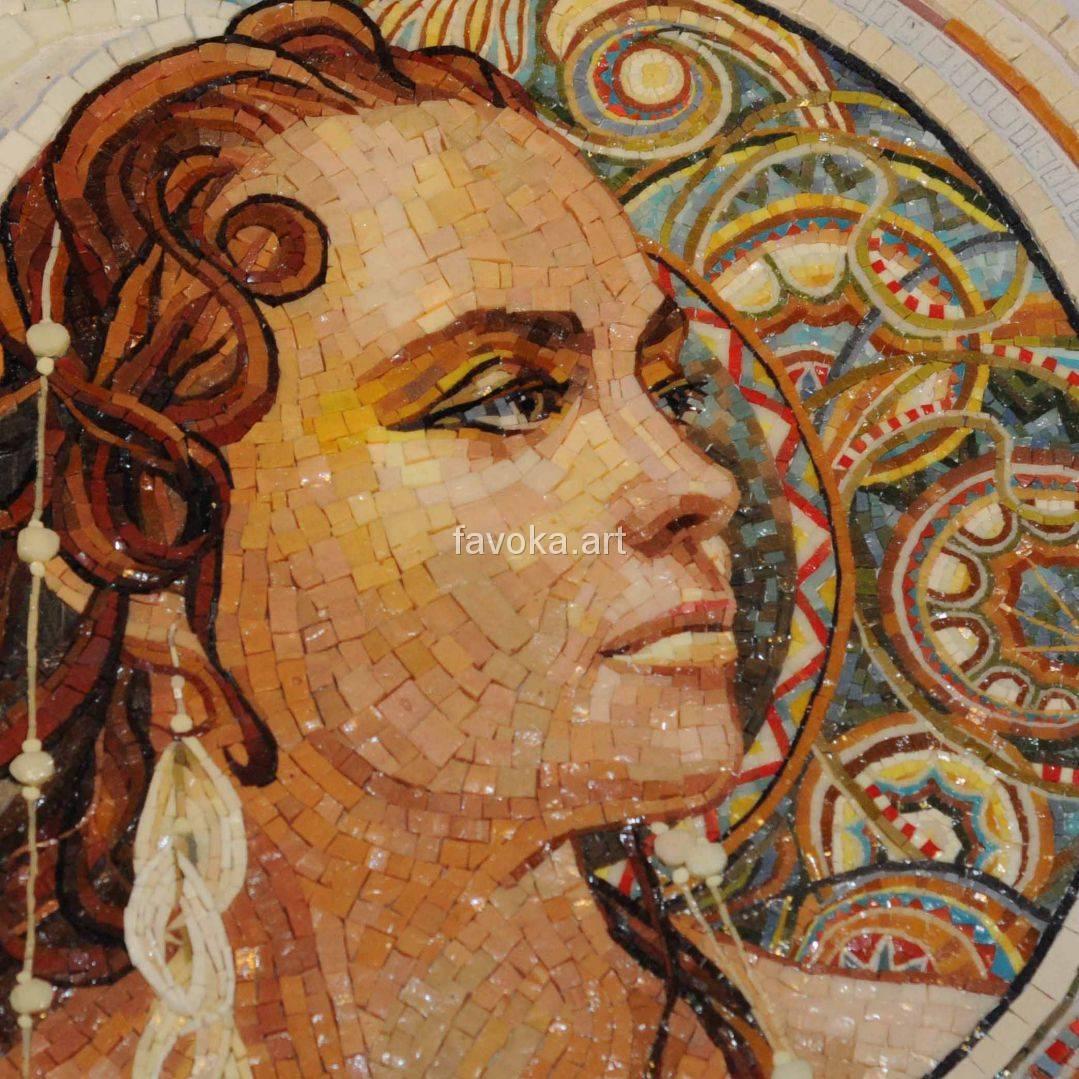 Изображение из мозаики - портрет девушки смотрящей в сторону